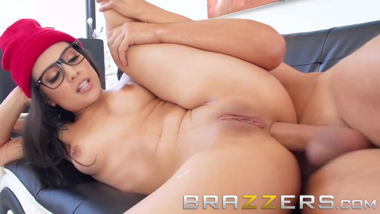 Jynx Maze wishes her husband a Happy Anal-versary - Brazzers