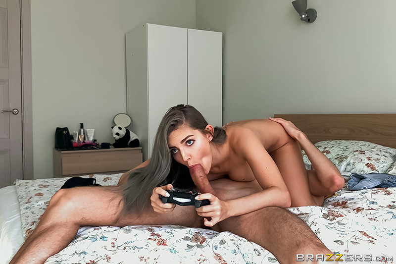 Brazzers - Eva Elfie Gets through self Isolation with Videogames